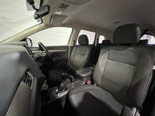 2015 Mitsubishi Outlander ZJ MY14.5 ES 2WD Silver 5 Speed Manual Wagon