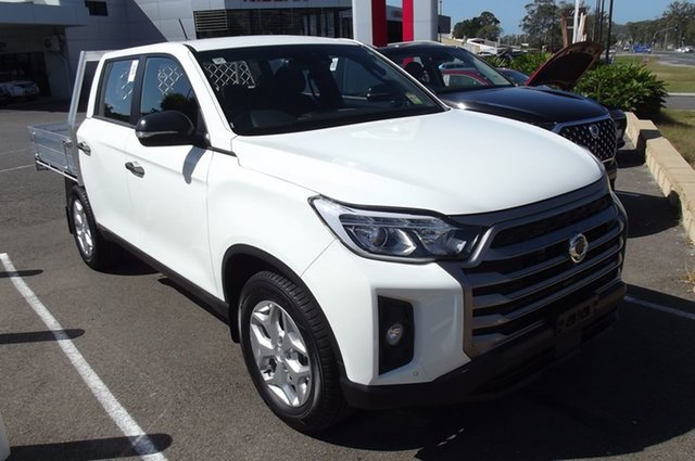 New Ssangyong Musso Q215 MY21 ELX Crew Cab South Gladstone, 2021 Ssangyong Musso Q215 MY21 ELX Crew Cab White 6 Speed Manual Utility