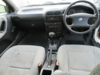 1992 Nissan Pulsar White 4 Speed Automatic Hatchback