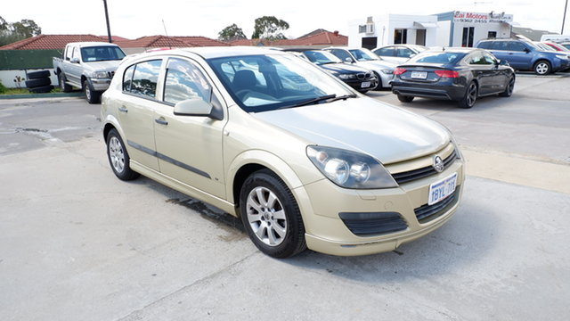 Used Holden Astra AH MY05 CDX St James, 2005 Holden Astra AH MY05 CDX Gold 5 Speed Manual Hatchback
