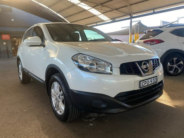 Used Nissan Dualis J10W Series 4 MY13 ST Hatch X-tronic 2WD Tuggerah, 2013 Nissan Dualis J10W Series 4 MY13 ST Hatch X-tronic 2WD White 6 Speed Constant Variable