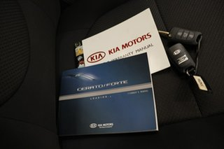 2011 Kia Cerato TD MY11 S White 6 Speed Sports Automatic Hatchback