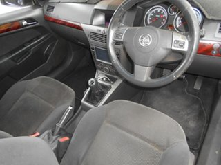 2005 Holden Astra AH MY05 CDX Gold 5 Speed Manual Hatchback