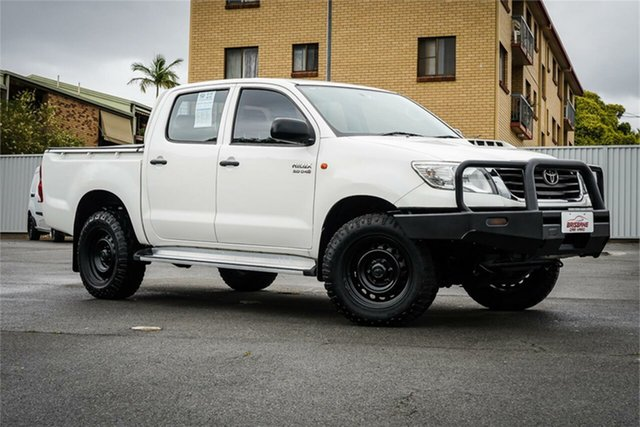 Used Toyota Hilux KUN26R MY14 SR Double Cab Moorooka, 2015 Toyota Hilux KUN26R MY14 SR Double Cab White 5 Speed Automatic Cab Chassis