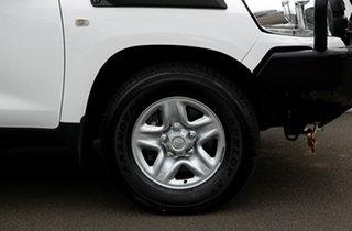 2017 Toyota Landcruiser VDJ200R MY16 GX (4x4) Glacier White 6 Speed Automatic Wagon