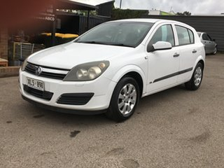 2006 Holden Astra AH MY06 CD Equipe White 5 Speed Manual Hatchback