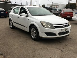2006 Holden Astra AH MY06 CD Equipe White 5 Speed Manual Hatchback.