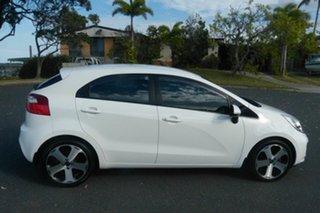 2012 Kia Rio UB MY12 SLi White 6 Speed Manual Hatchback.