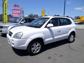 2007 Hyundai Tucson White Automatic Wagon