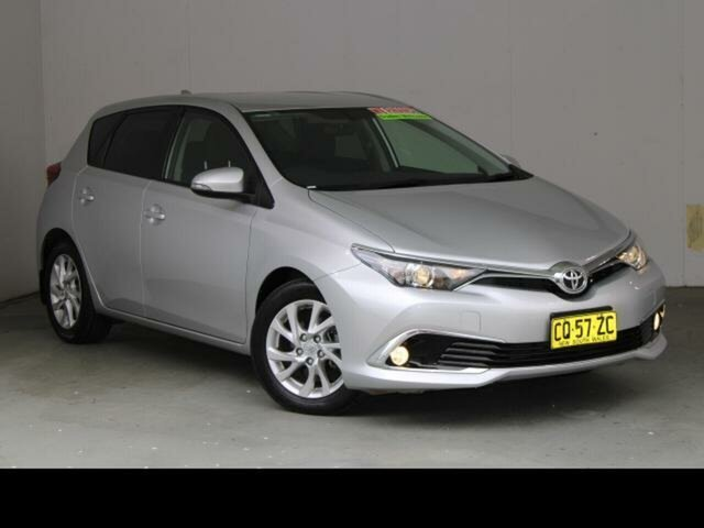 Used Toyota Corolla ZRE182R MY17 Ascent Sport Gungahlin, 2018 Toyota Corolla ZRE182R MY17 Ascent Sport Silver Pearl 7 Speed CVT Auto Sequential Hatchback