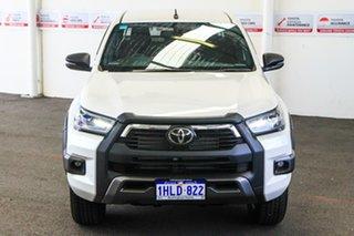 Toyota Hilux Crystal Pearl Dual Cab.