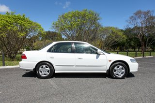 2001 Honda Accord V6-L White 4 Speed Automatic Sedan